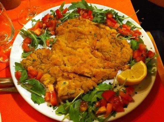 La Cantinetta Ibiza: Cotoletta alla Milanese con Pomodori
