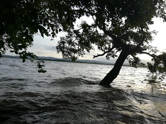 Dewahuwa Lake. Galewela