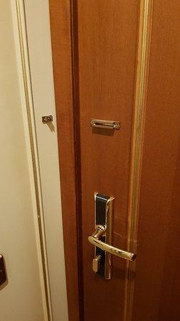 mancanza catenella per chiusura interna della camera