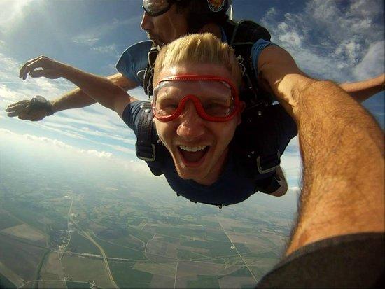 Henrietta, MO: Woohoo! Free falling at 120+ MPH!