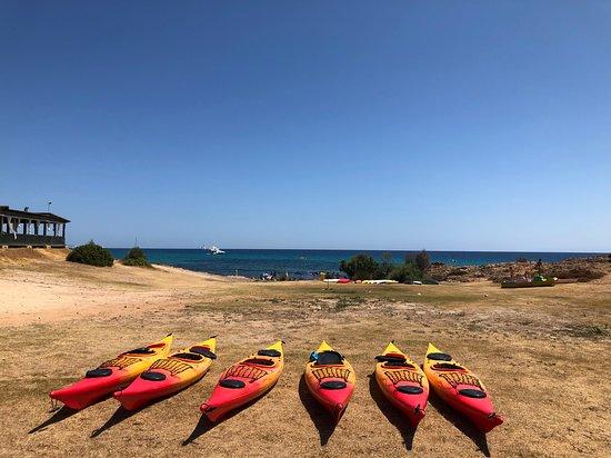 Demi-journée de kayak de mer, plongée en apnée, grottes et plages secrètes Photo