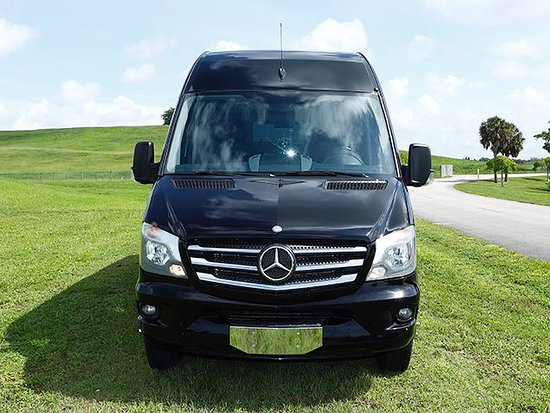 ULtimate Town Car: Sprinter van Front