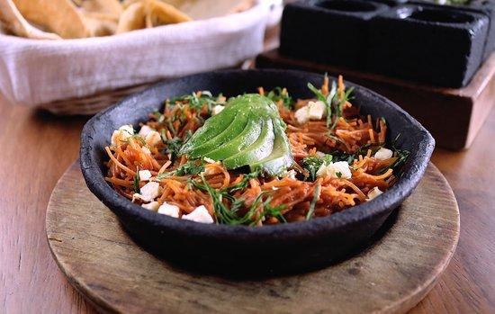 La Única Puebla: FIDEO SECO: Fideo seco casero, decorado con crema, queso panela y aguacate
