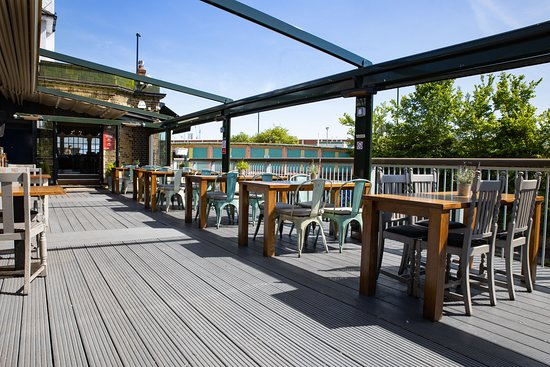 Grand Junction Arms - London: Big Deck