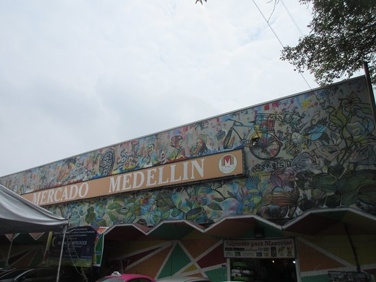 Mercado de Medellin: Nice mural at the top front of the market