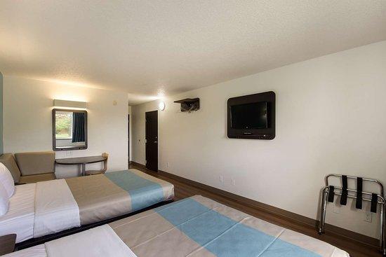 Motel 6 Rothschild: M Double