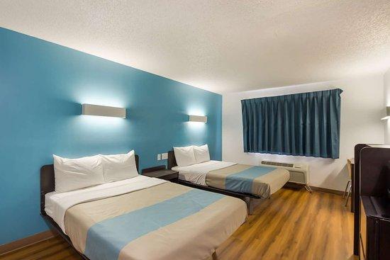 Motel 6 Rothschild: M ADADouble