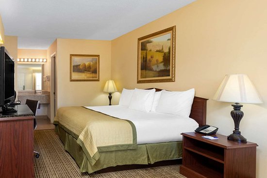 Baymont by Wyndham Easley/Greenville: Guest room