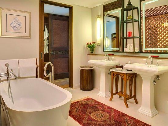 Villa Des Indes II: Des Indes II - Guest bedroom bathroom features