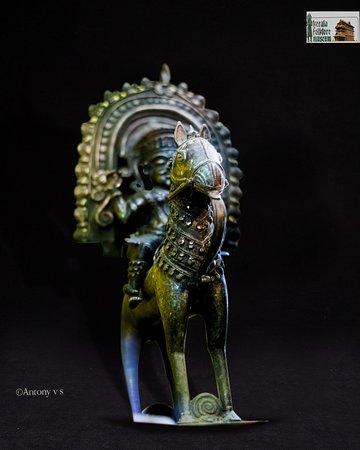 Фольклорный театр и музей Керала: Horse rider, bronze, 18th c, Kerala