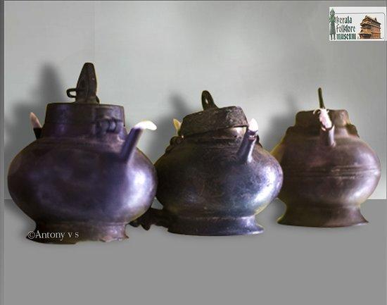 Фольклорный театр и музей Керала: Antique oil lamp, 17th c, Bronze, Kerala