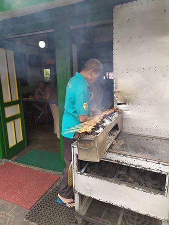 Sate Ayam Podomoro: Cuisson
