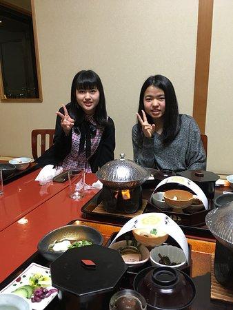 Hotel muito bom, comida gostosa ( Washoku) eles vêm servir no quarto.  O onsen e ótimo muito bom para relaxar