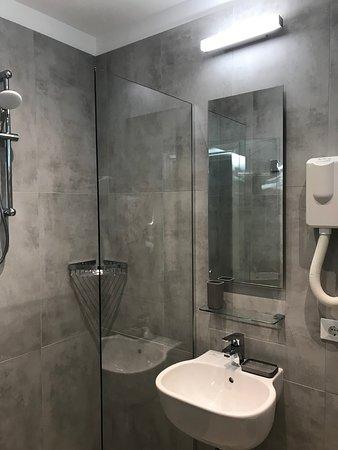 Hotel Columbia: Bagni nuovi