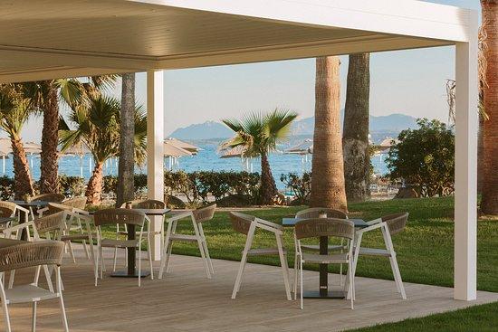La nuovissima piscina di acqua di mare con la Infinity Relax con idromassaggio - Изображение Отель Клуб Сарачено, Сардиния - Tripadvisor