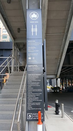 entrance at 34th st