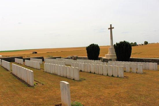 Beaulencourt, ฝรั่งเศส: vista del cementerio