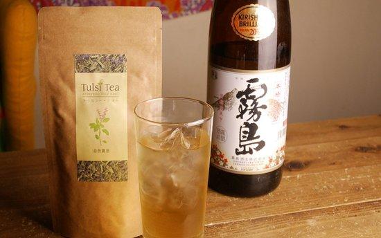 インド原産ホーリーバジル「トゥルシーtea」と芋焼酎「霧島」を併せたMORIS名物drink「とぅるしま」など、お酒の種類も豊富。