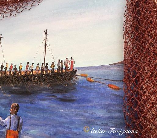 Particolare di dipinto su tela raffigurante il duro lavoro dei tonnatori. Il quadro fa parte di un contesto espositivo più ampio.