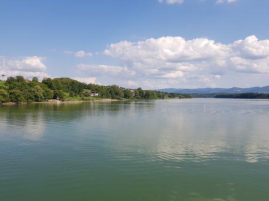 Czechy, Polen: Zatoka wegańska pyszna knajpka nad jeziorem zermanice koło tamy . Fajne miejsce, łagodny dostęp do wody, wypożyczalnia sprzętu wodnego, a knajpa super.  Tanio.  Świeżo.  Smacznie.  Zwykle czynna od 14 do 19. Polecamy.