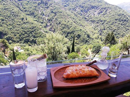 Langadhia, Řecko: Τσίπουρακι με λαγκαδινη θέα!