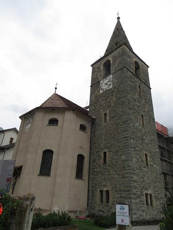 Eglise Ste Euphémie de Vissoie (vue extérieure avec clocher)