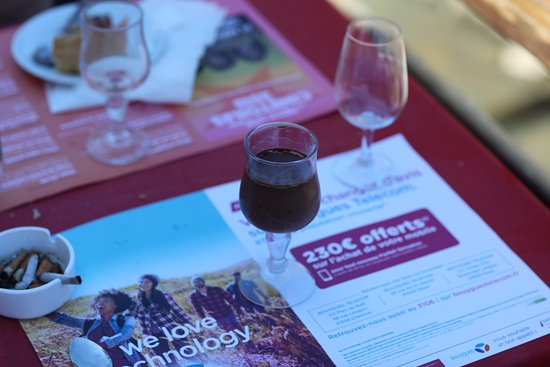 Macarena: Le vin rouge