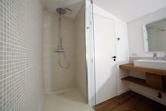 Castets, Francja: salle de bain suite familiale bel air
