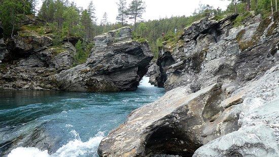 Flott natur og den mektige elven Sjoa