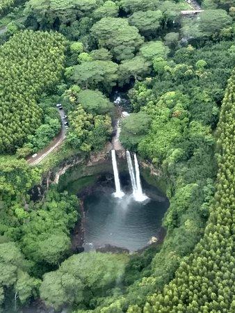 Kauai Deluxe Sightseeing Flight: Waterfall