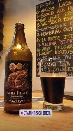 Além das 15 torneiras, há várias opções de cervejas em garrafa ou lata.