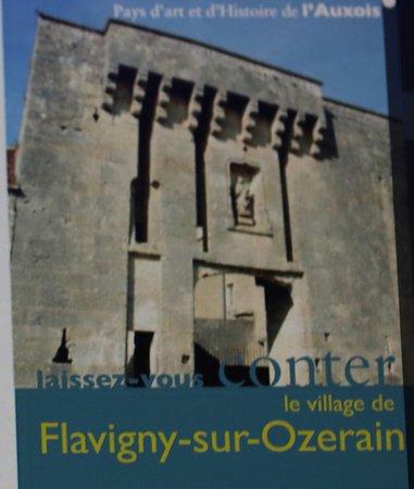 Pour visiter ce village je conseille de se procurer à l'office de tourisme la brochure « Laissez-vous conter le village de Flavigny-sur-Ozerain »