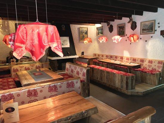 Saint-Christophe-en-Oisans, Frankrike: Une salle accueillante et typiquement montagnarde :-)