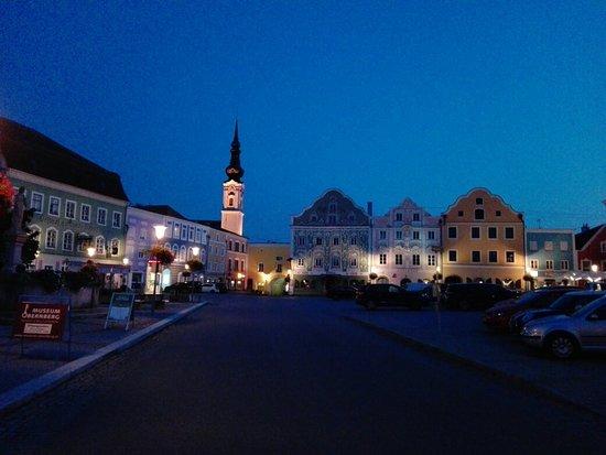 Der Marktplatz von Obernberg am Inn