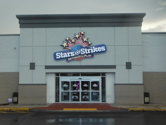 Stars and Strikes照片