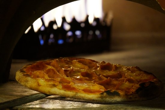 Experience our artisan made pizza made in the italian oven