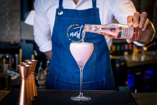 Nest Kitchen + Bar: Bar and Lounge
