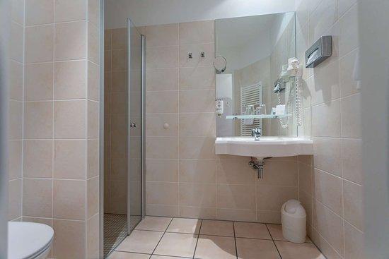 Bathroom Single room_TOP VCH Hotel Albrechtshof Berlin