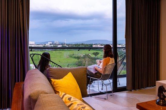 Disfruta de la compañia, tecnología, lujo y confort, que te ofrece Auténtico Vertical Guadalajara. La mejor opción para hospedarse.