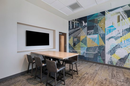 Madison, MS: Business center