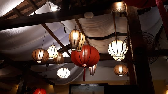 Morning Glory Restaurant: No amount of pretty lanterns could make up for this very disappointing experience.