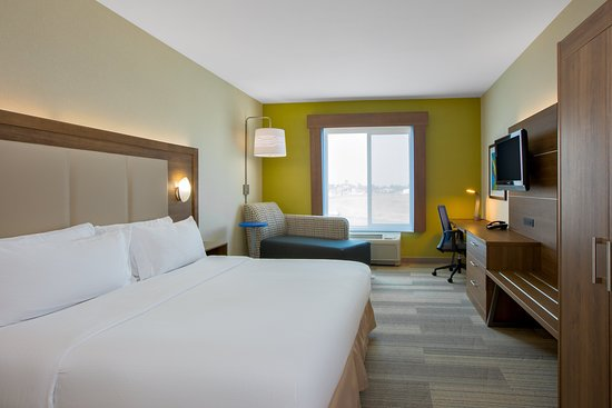 Holiday Inn Express & Suites Ontario: Guest room