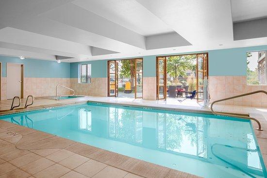 Holiday Inn Express & Suites Ontario: Pool