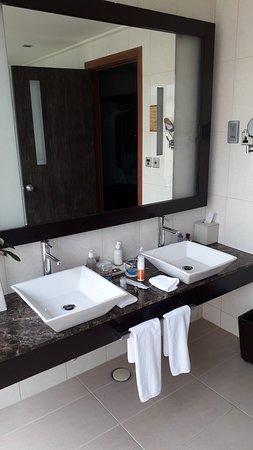 Veligandu Island Resort & Spa: salle de bain