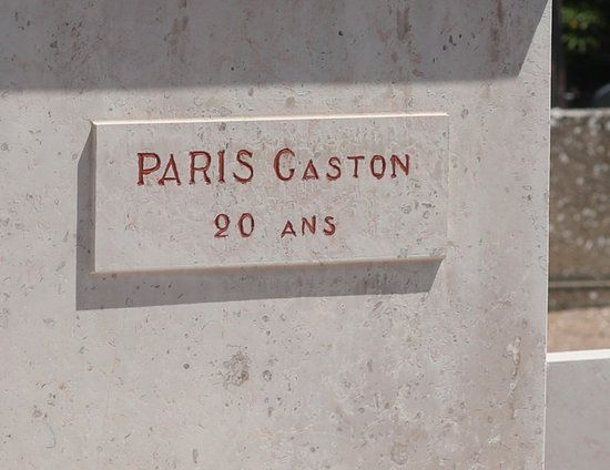 Cimetière communal de Flavigny-sur-ozerain : Le monument de la résistance - tués au combat de lusigny le 30 mars 1944