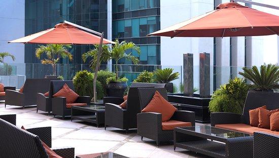 Radisson Blu Hotel, Dubai Media City: Executive Lounge Terrace