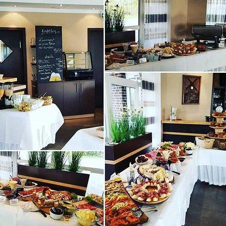 #Frühstückseinblicke ☕🥐🍯🧀🥓🍳🥖🥚🥗 Jeden ersten Sonntag im Monat bei uns #Frühstücksbuffet 9:00Uhr - 12:00Uhr (Wir bitten um Anmeldung)