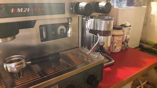 macchina del caffé a gas, latte fresco di montagna: come ai vecchi tempi :)