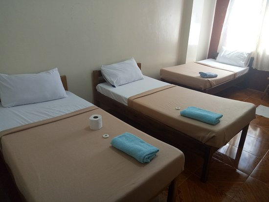 Bontoc, Филиппины: Triple Room( 3 Single Bed, Private CR w/ hot and cold shower)