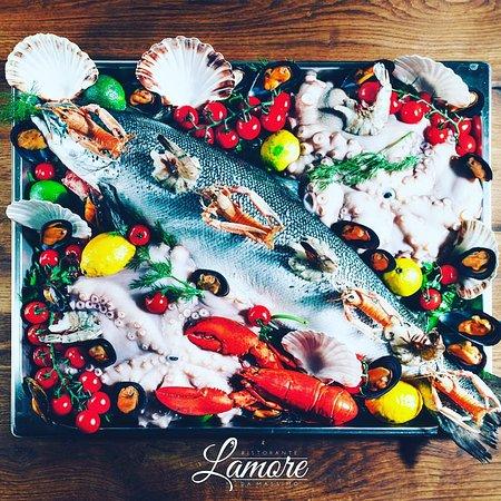 🇩🇪An alle die Fisch lieben - und diejenigen die Fisch lieben werden! Nur ein kleiner Einblick in unsere frische Fischvielfalt. 🇬🇧To all who love fish - and those who will love fish